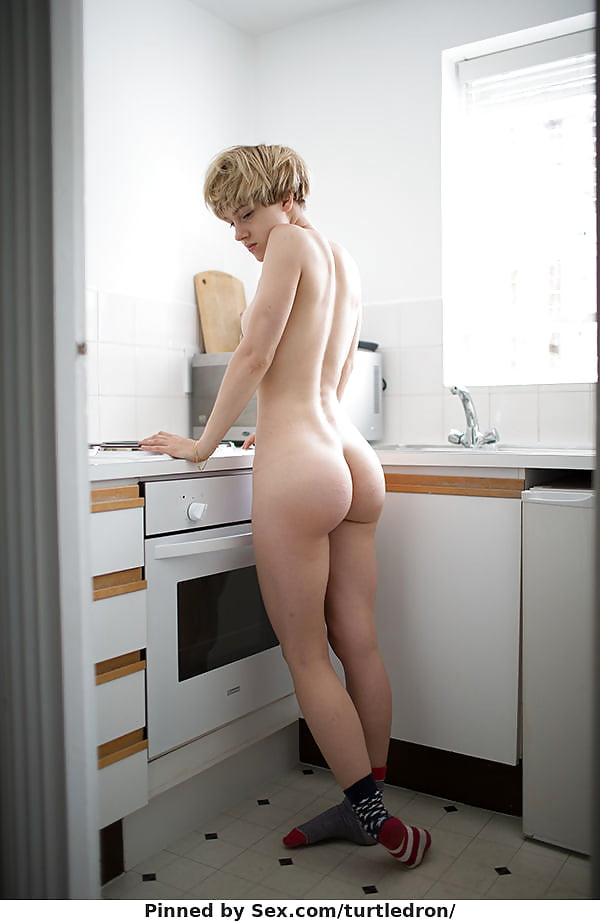 Coed naked behind shorthaired