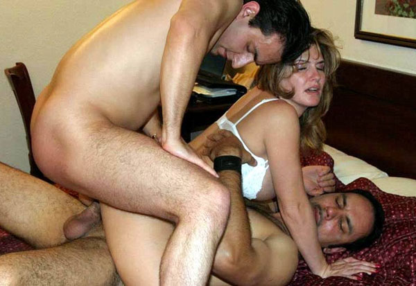 Amateur wife double penetrated